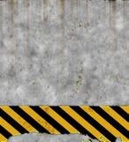 gammal teckenvägg för fara Arkivbild