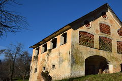 Gammal tegelsten byggde ladugården royaltyfri foto