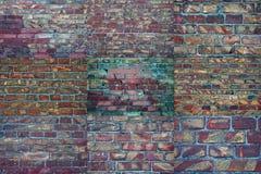 Gammal tegelsten för collage Bakgrundstextur av skrapad gammal skadad tegelsten fotografering för bildbyråer