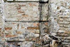 Gammal tegelstenbetong red ut texturerad bakgrund för grunge väggen Arkivbilder