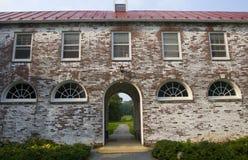 gammal tegelstenbyggnad Royaltyfria Bilder