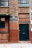 Gammal tegelstenfabriksbyggnad i Brooklyn Arkivbild