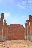 Gammal tegelstenvägg av wat i Ayuthaya Arkivfoto