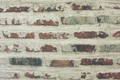 Gammal tegelstenvägg för längs tid arkivfoton
