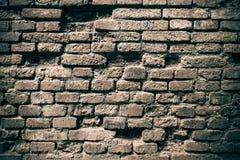Gammal tegelstenvägg i en bakgrundsbild arkivbild