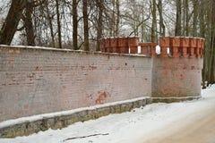 Gammal tegelstenvägg i frost Pushkin, Tsarskoe Selo Arkivbilder