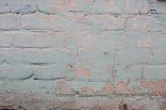 Gammal tegelstenvägg med den sjaskiga stuckaturen, specificerad textur Royaltyfri Foto
