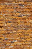 Gammal tegelstenvägg, röd stentegelsten, den forntida väggen Arkivbild
