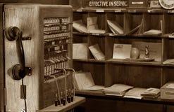 gammal telefon för kommunikationer royaltyfri bild