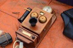 Gammal telefon för tappning Arkivfoton