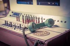 Gammal telefon för tappning, grön retro telefon Arkivfoto
