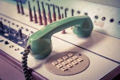 Gammal telefon för tappning, grön retro telefon Arkivbilder