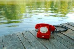 Gammal telefon i natur Royaltyfria Bilder
