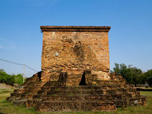 Gammal tempel för forntida tegelstenbrunt Arkivbild