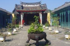 Gammal tempel i Hoi An royaltyfria foton