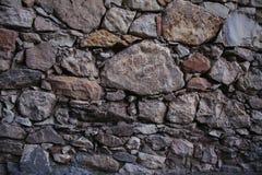 Gammal textur och bakgrund för stenvägg Vagga väggbakgrund Arkivbilder