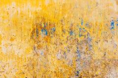 Gammal texturerad färgrik vägg Arkivbilder