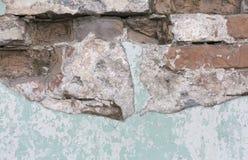 gammal texturvägg för tegelsten Skalning målad yttersida Grungebrickwall Röd stenbakgrund med skadad murbruk Abstrakt begrepp Royaltyfri Bild