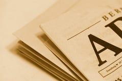 gammal tidning Arkivfoton