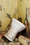 Gammal toalettbunke Arkivbilder