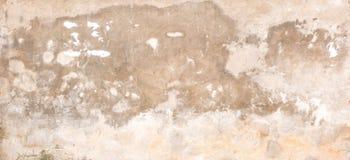 Gammal tom smutsig murbrukvägg med den spruckna strukturen som bakgrund Royaltyfria Bilder