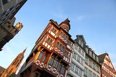 Gammal town i huvudsakliga Frankfurt - förmiddag - Royaltyfri Foto