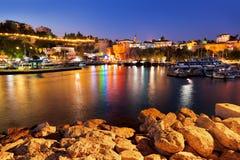 Gammal town Kaleici i Antalya, Turkiet på natten Arkivbild
