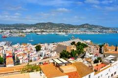 Gammal town och port av den Ibiza townen royaltyfri fotografi