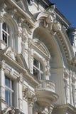 Gammal Townhouse med balkongen royaltyfri bild
