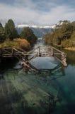 Gammal träbro på sju sjöar väg, Argentina Arkivbilder