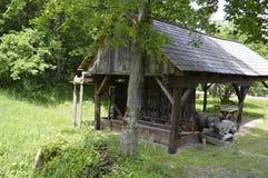 Gammal träbyggnad fördärvar in Royaltyfri Bild