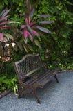 Gammal trädgårds- bänk Royaltyfri Bild