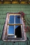 Gammal träfönsterram arkivbilder