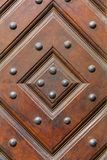 Gammal trägeometrisk orament med järnnitar Royaltyfria Foton