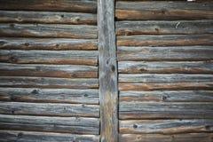 Gammal trähusvägg i byn Royaltyfria Foton