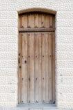 Gammal träingångsdörr royaltyfri bild