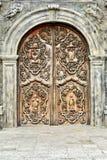 Gammal träkatolsk dörr Arkivfoto