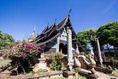 Gammal träkyrka av Wat Lok Molee royaltyfri fotografi