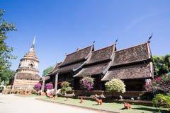 Gammal träkyrka av Wat Lok Molee royaltyfria foton