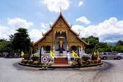 Gammal träkyrka av Wat Lok Molee Chiang mai royaltyfri foto