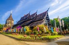 Gammal träkyrka av Wat Lok Molee Chiangmai Thailand arkivbild