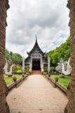 Gammal träkyrka av Wat Lok Molee, Chiangmai, Thailand arkivbild
