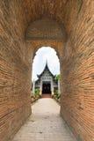 Gammal träkyrka av Wat Lok Molee, Chiangmai, Thailand arkivbilder