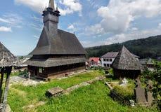 Gammal träkyrka från Maramures, Rumänien Royaltyfria Foton