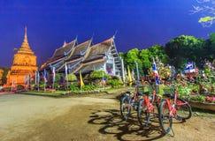 Gammal träkyrka på Wat Lok Molee arkivfoton