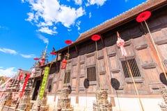 Gammal träkyrka på Wat Phan Tao, Thailand fotografering för bildbyråer