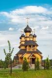 Gammal träortodox kyrka royaltyfria foton