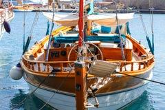 Gammal träroder i segelbåtdetaljerna royaltyfria foton