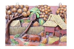 Gammal träskulpturram av den thailändska livsstilen tidigare som är handgjord arkivfoto