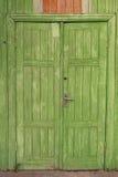 Gammal trästängd tappningdörr Arkivfoto